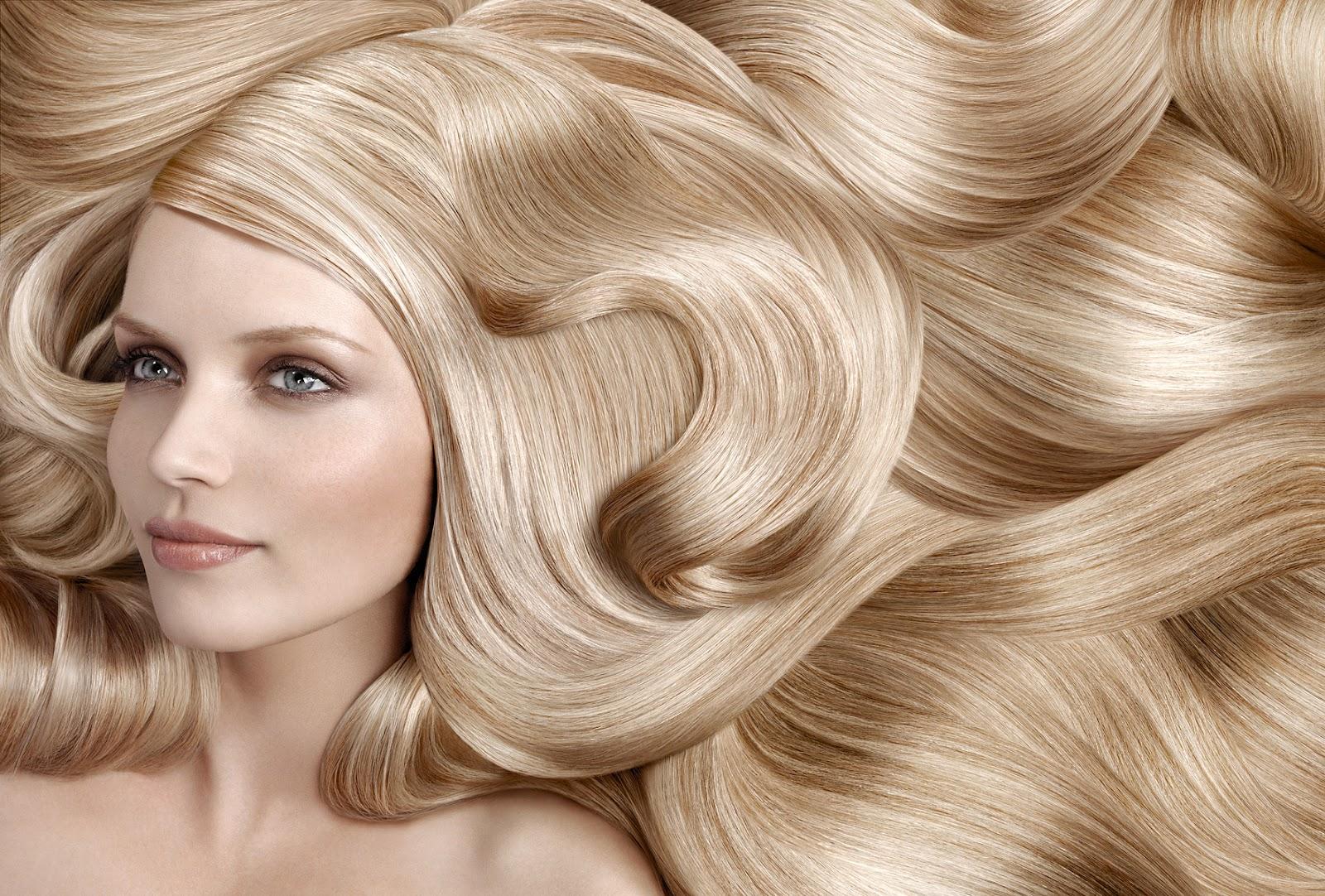 Наилучший уход за осветленными тусклыми волосами – старательное расчесывание.